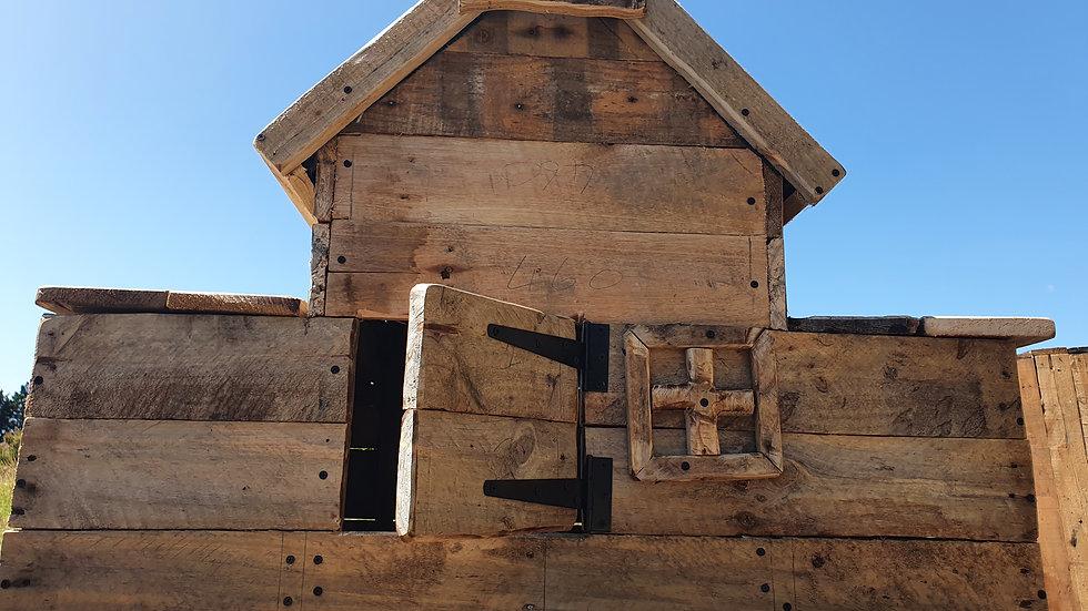 Chicken coop (reclaimed pallets)