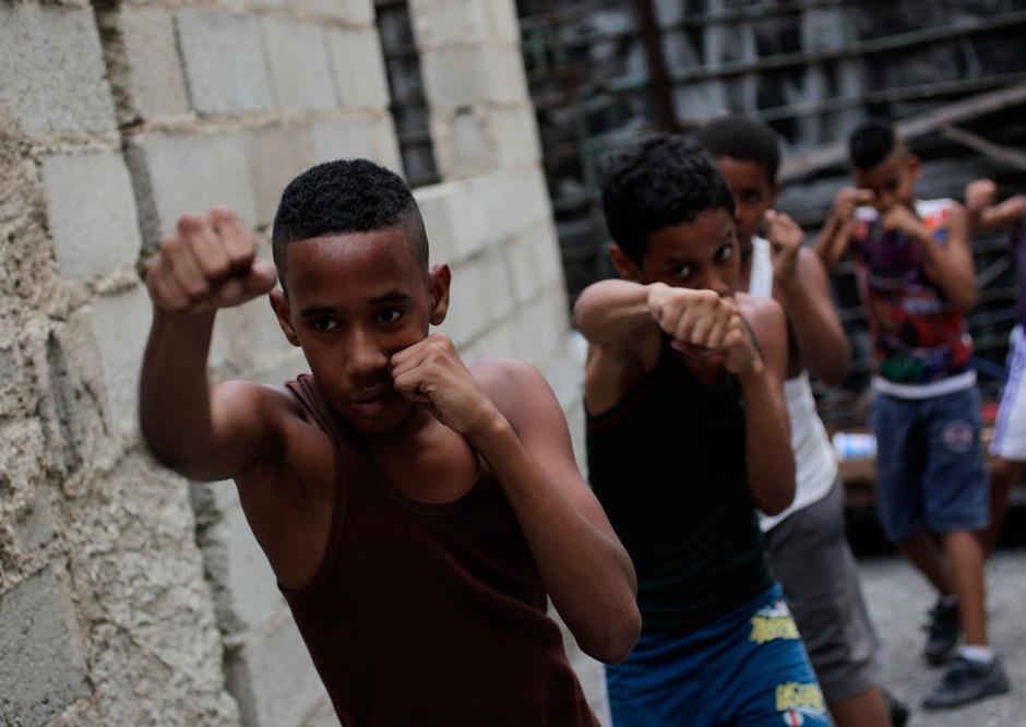 Youths boxers practice during a training session in Havana, Cuba February 24, 2014. Photo/Enrique de la Osa