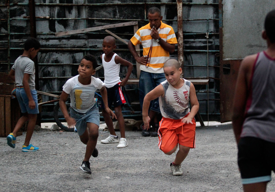 Youths boxers practice during a training session in Havana, Cuba February 20, 2014. Photo/Enrique de la Osa