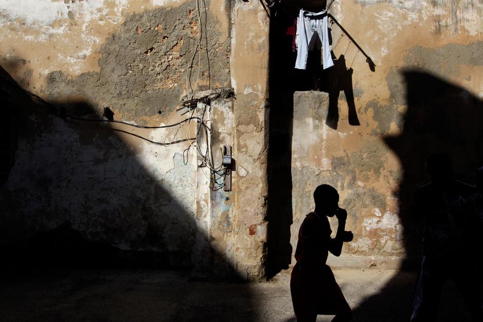 A young boxer practices during a training session in Havana, Cuba February 22, 2014. Photo/Enrique de la Osa