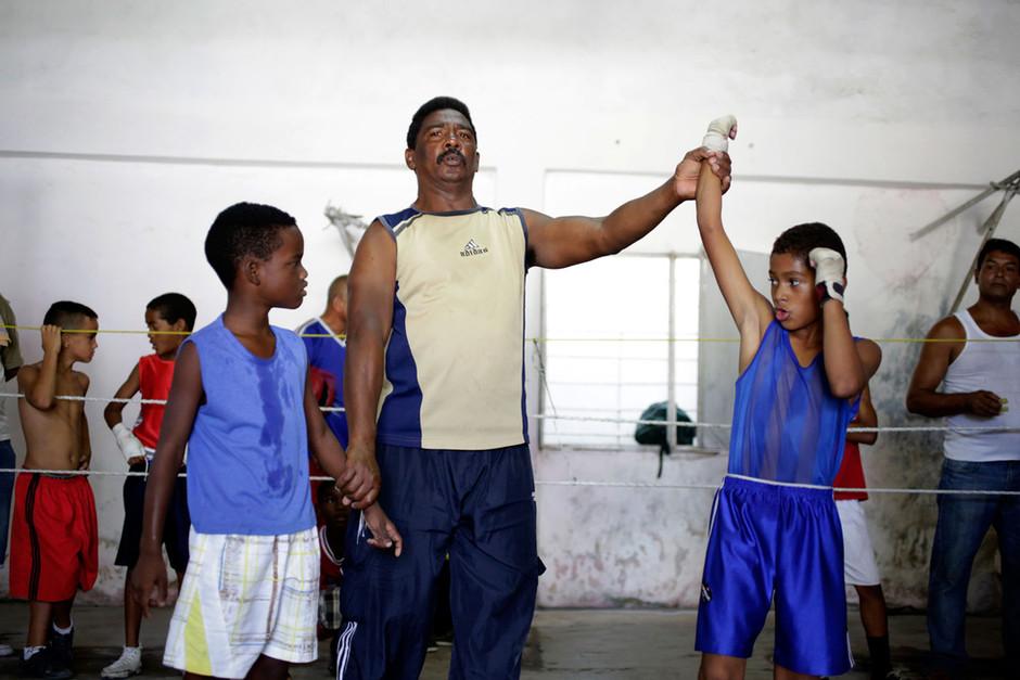 Youths boxers take part an exhibition tournament in Havana, Cuba, March 22, 2014. Photo/Enrique de la Osa