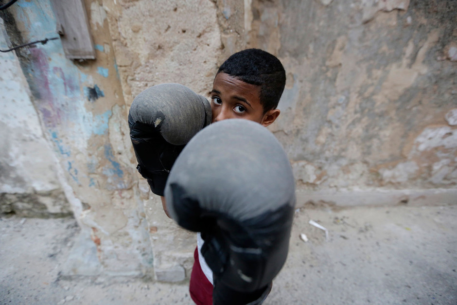 A child attends a boxing training session in Havana, Cuba February 20, 2014. Photo/Enrique de la Osa