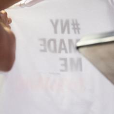 החולצה מודפסת