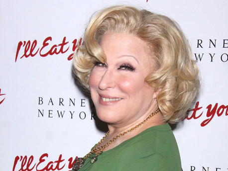 THE FIRST LOOK AT BETTE MIDLER IN 'HELLO, DOLLY!' IS EVERYTHING