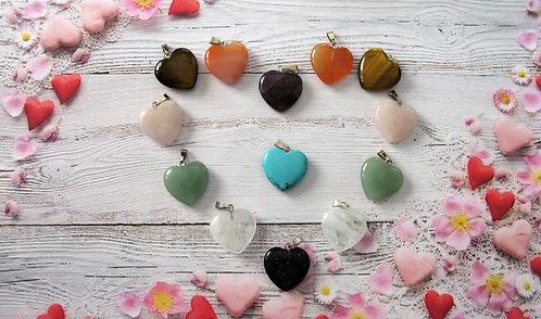 Кулоны из натуральных камней в форме сердца