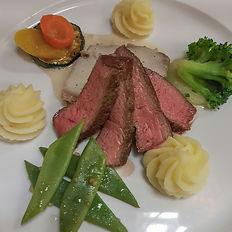 Fleisch mit Gemüse und Rahmsauce