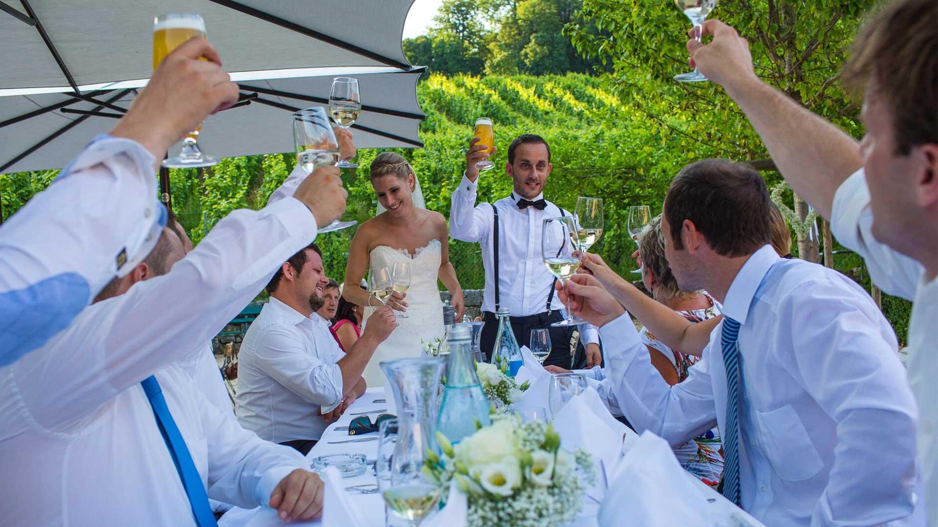 Hochzeitspaar am feiern