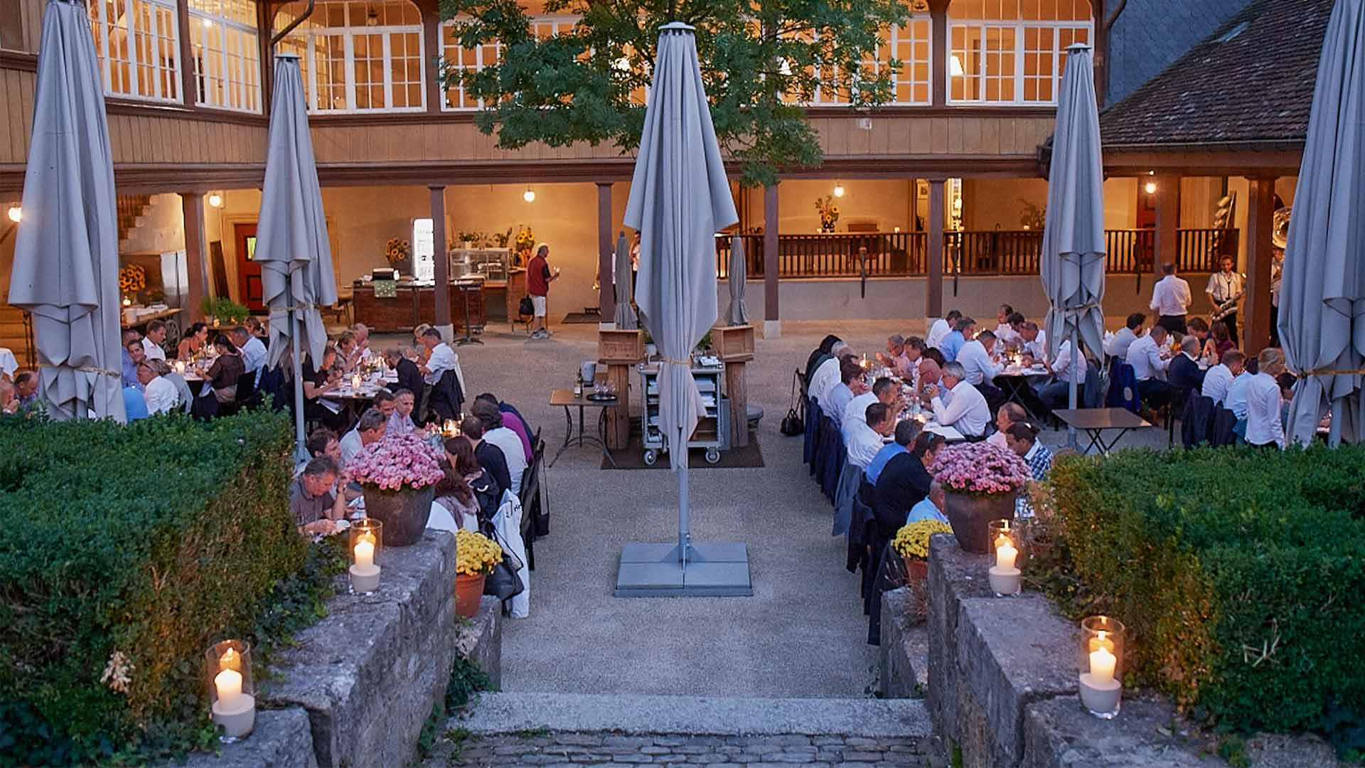Outdoor Restaurant, Abendstimmung