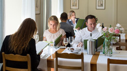 Gäste im Restaurant St.Petersinsel