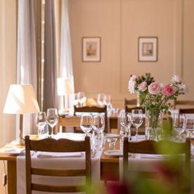Bedeckter Tisch im Restaurant St.Petersinsel