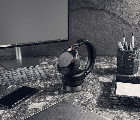 Jabra Evolve2 85 UC Black Docked Office.