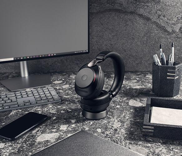 Jabra Evolve2 85 UC Black Docked Office.
