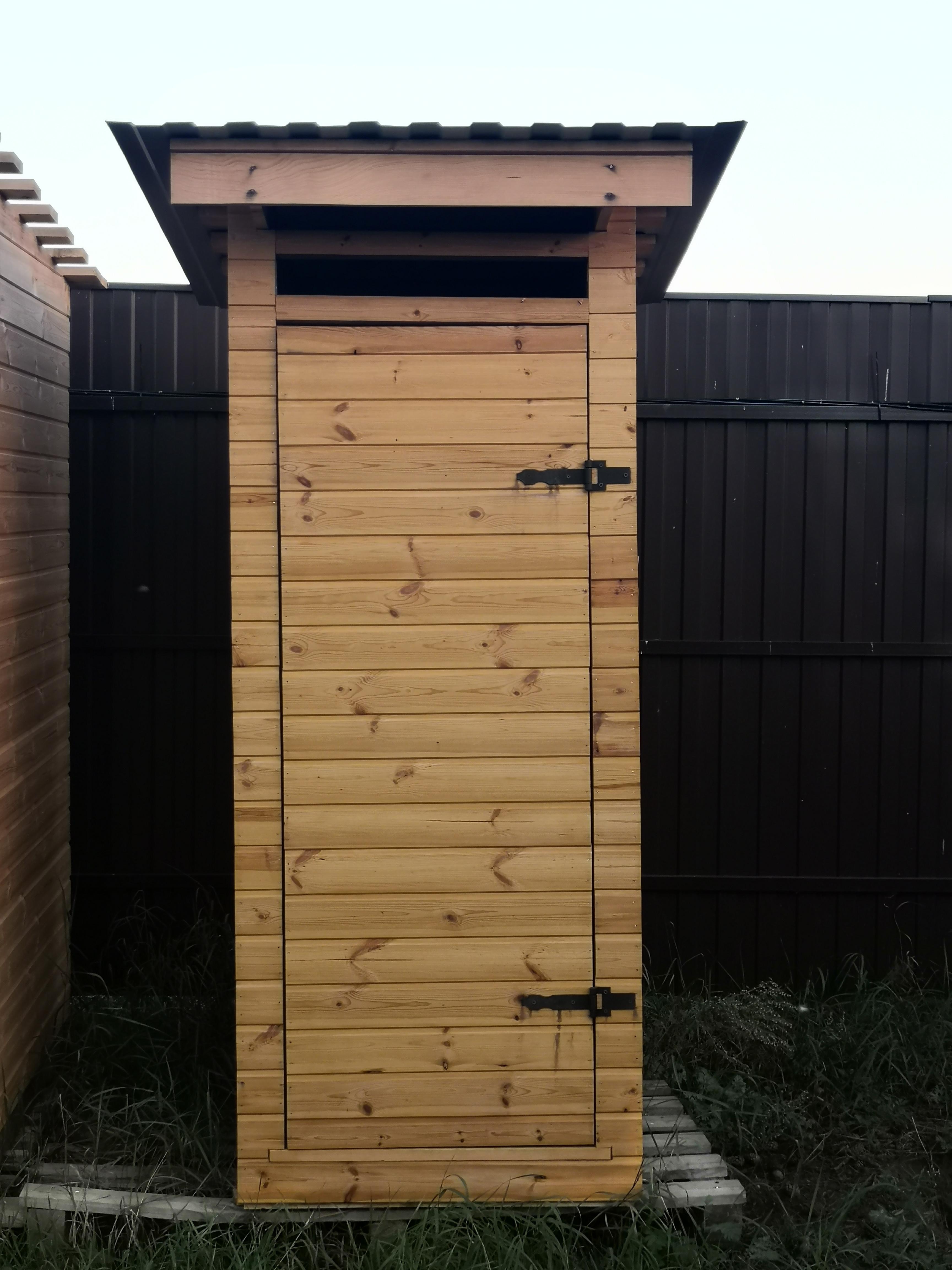 Деревянный туалет в Ступино