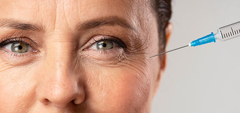 elder-woman-using-injection-for-her-eye-