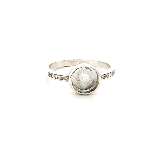 8mm cup sparkle Inclusion Ring (Sizes R)