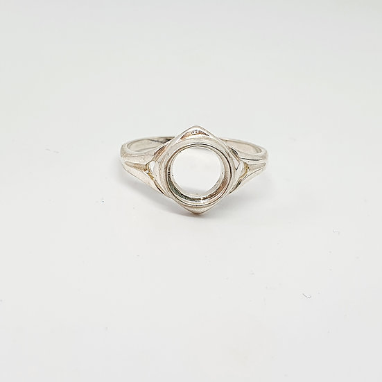 8mm round Inclusion Ring (Sizes R)