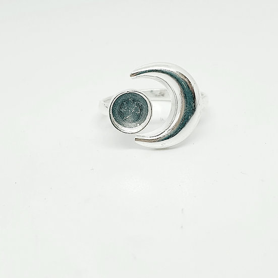 Adjustable sun and moon inclusion ring