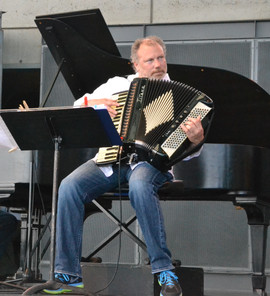 Aaron_Kula_accordion_1.jpg