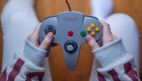 Les: Een nieuwe Mario game maak je in 2 weken, met 2 mensen en kost ongeveer €600 om te ontwikkelen.