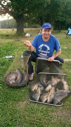 Тяжела ноша рыбака !!!