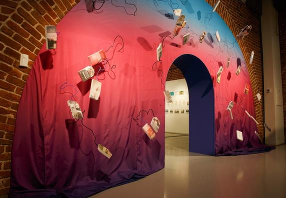 Вид на экспозицию Съемка Алексея Шевцова Фотографии предоставлены Арсеналом