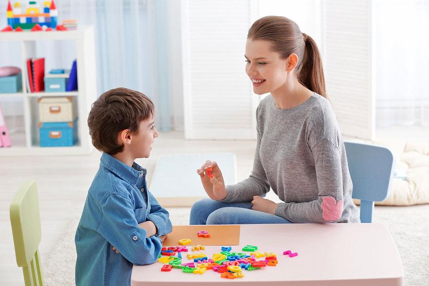 Terapia para iños con problemas de habla | CETIS - Centro Especializado en Terapias e Integración Sensorial