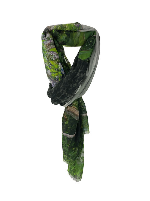 GRAND FOULARD MOTIF JUNGLE ET VILLE