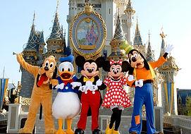 DisneyWorld_MickeyGang_Castle-.jpg