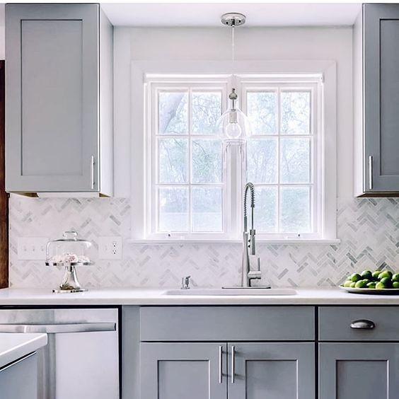 Mozaik marmer backsplash dapur