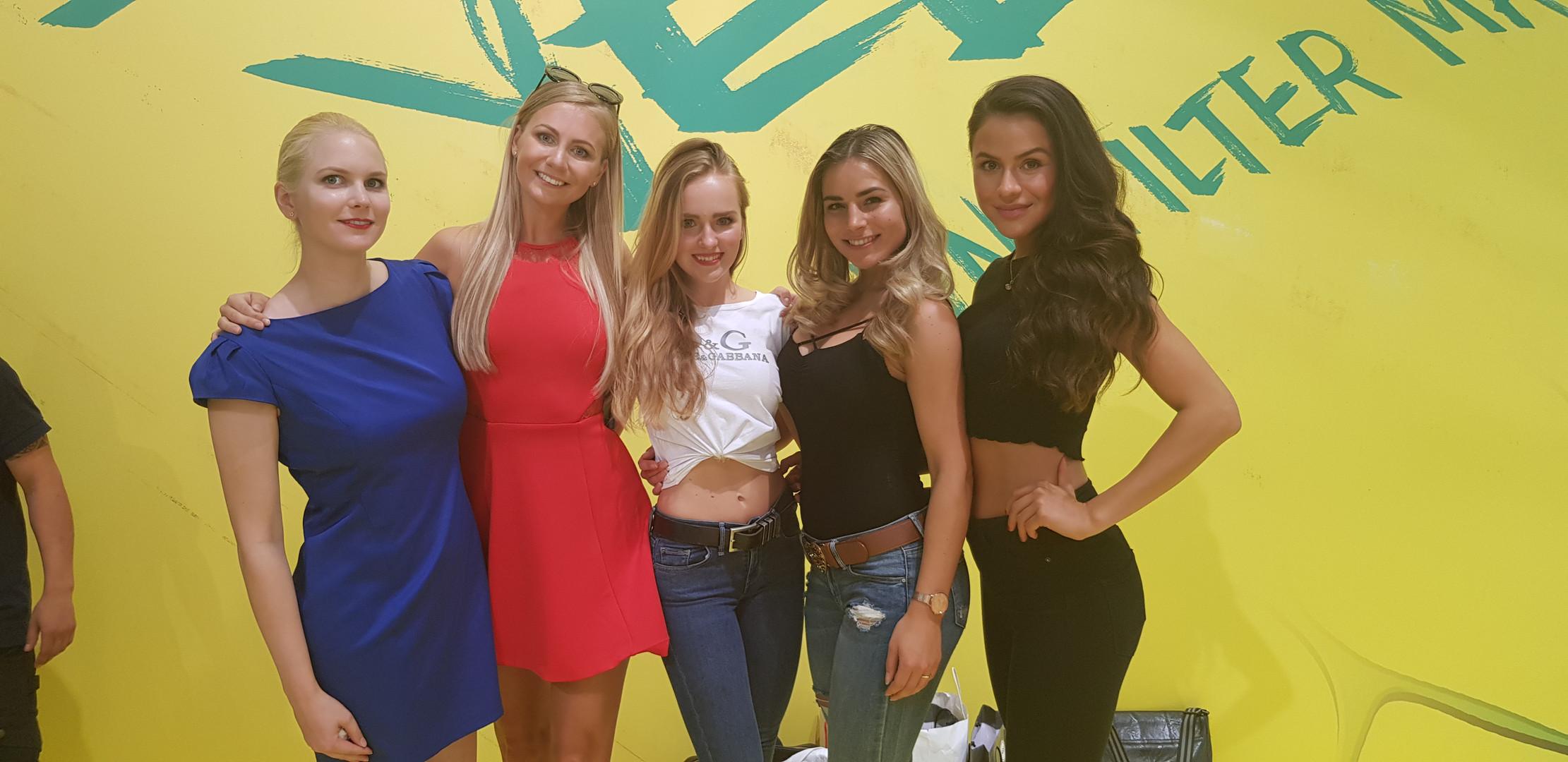 Sabine, Marie, Chantal, Viktoria, Laura