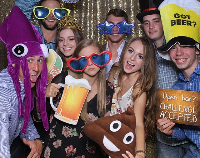 Photobooth fun! #mirrormagicphotobooth #photobooth #saweddings #quinceanera