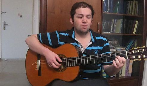 לומדים נגינה עם מורה גיטרה דימה קוגן