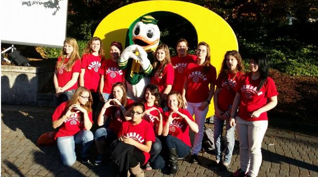GHS kids with UO mascot