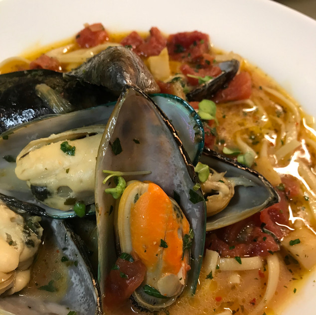 House-made Linguine & Mussels