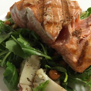 Mediterrean Salmon Salad