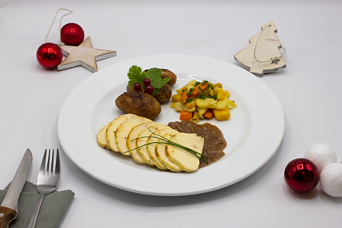 Chapon rôti, jus aux oignon de Roscoff, pdt grenaille rôties et poêlé de légumes
