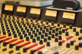 Analog mixing desk