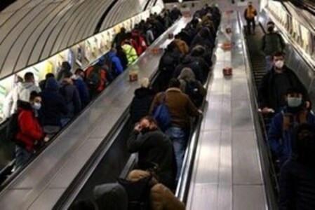 No usar barandales en Metro de Londres por temor a Covid, es causa de muertes