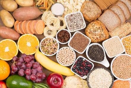 Dieta alta en carbohidratos acelera pérdida de masa muscular en adultos mayores
