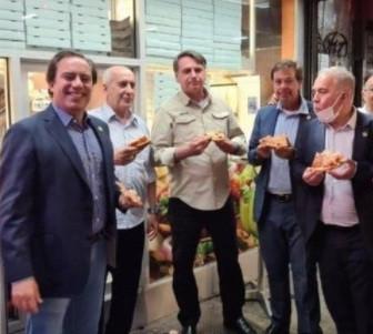 Bolsonaro cena en calles de Nueva York: no está vacunado contra Covid