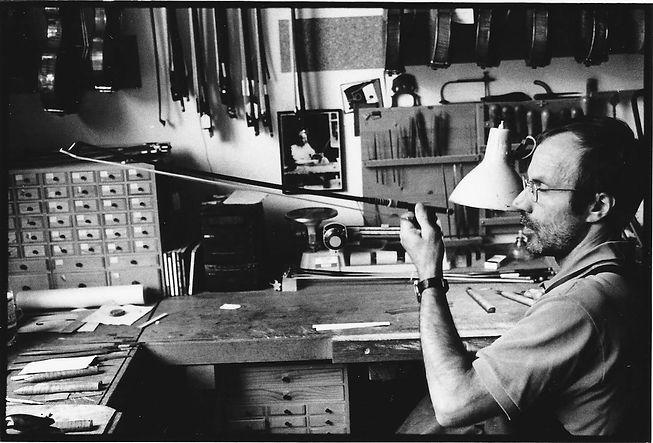 Réparation d'un archet par le luthier Bernard Bossert