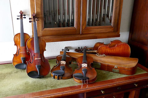 violon ancien table (20%) tiny.jpg