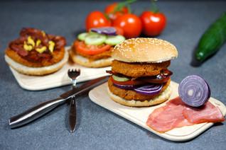 Doppel-Proteinburger mit Ofenkartoffeln
