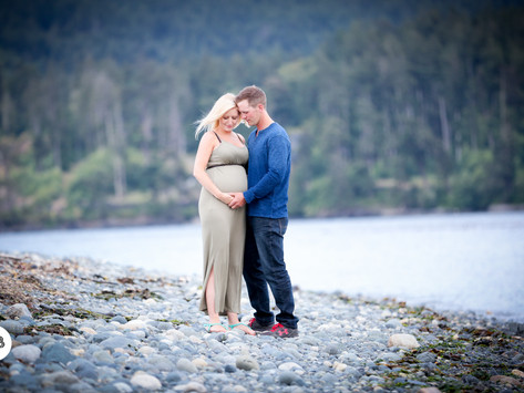 Claire + Craig's Beach {Maternity Session}