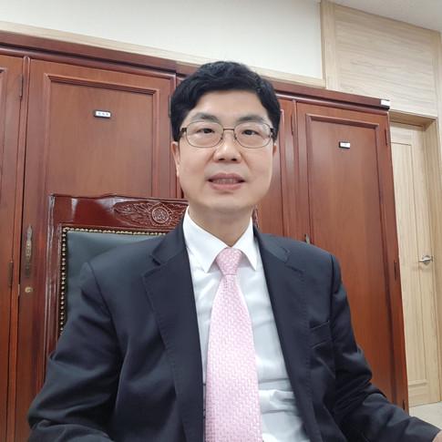 박동명 심사위원