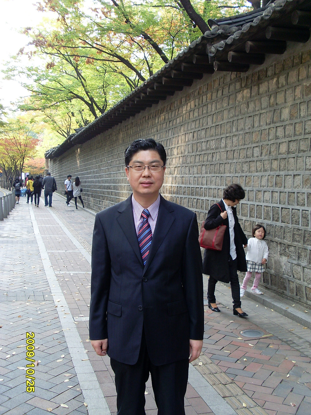 내가 근무하던 서울시의회 사무실 창가에서 보이는 덕수궁 돌담길을 점심을 먹고 걷곤 했다.