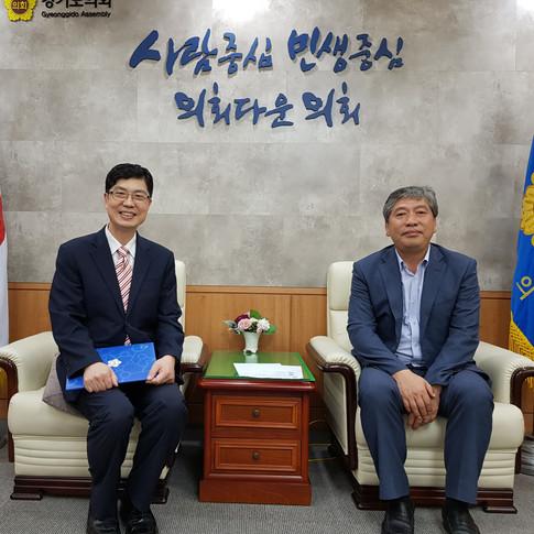 박동명 박사와 송한준 의장