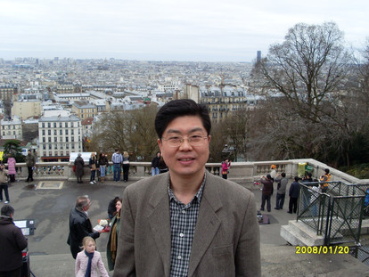 파리 시내가 내려다 보이는 언덕에서...