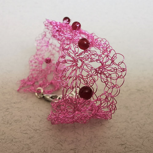 Maze of Lace | Pink copper wire bracelet with Agate beads