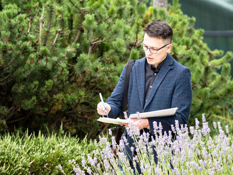 Meet the Edinburgh Sketcher who has been capturing moments throughout the City for over 10 years.